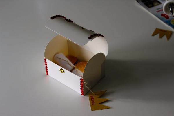schatztruhe zum selbstgestalten kindergeburstag kindergeburtstag spiele ideen kindergeburtstag. Black Bedroom Furniture Sets. Home Design Ideas